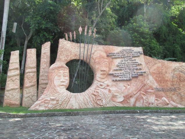 Monumento a las cinco Etnias de Panamá.